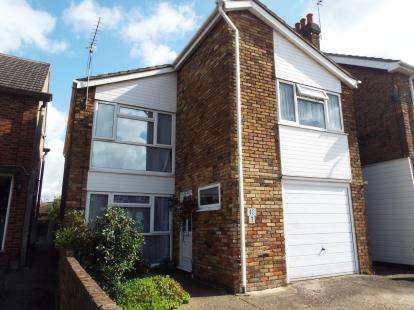 3 Bedrooms Detached House for sale in Bury Green Road, Cheshunt, Waltham Cross, Hertfordshire