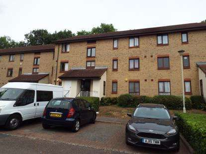 2 Bedrooms Flat for sale in Guinevere Gardens, Waltham Cross, Hertfordshire