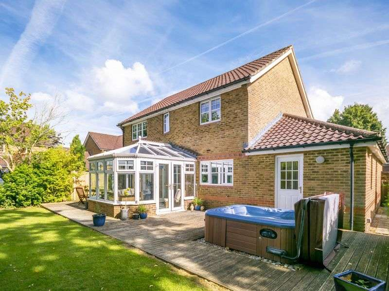 4 Bedrooms Detached House for sale in St James Close, Bramley