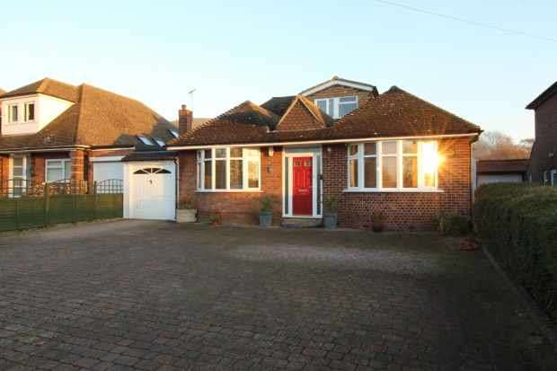 4 Bedrooms Detached Bungalow for sale in Tring Road, Dunstable, Bedfordshire, LU6 2PX