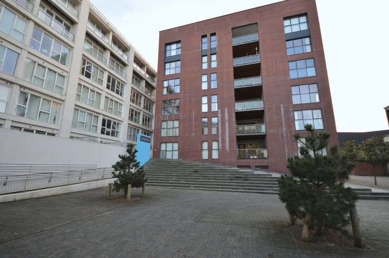 2 Bedrooms Flat for sale in Airpoint, Skypark Road