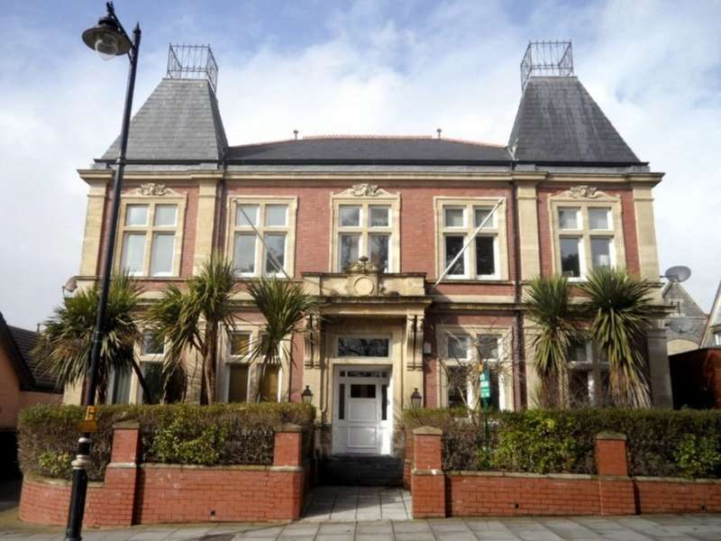 2 Bedrooms Flat for sale in Belle Vue Court, Albert Road, Penarth, Vale of Glamorgan, CF64 1BX