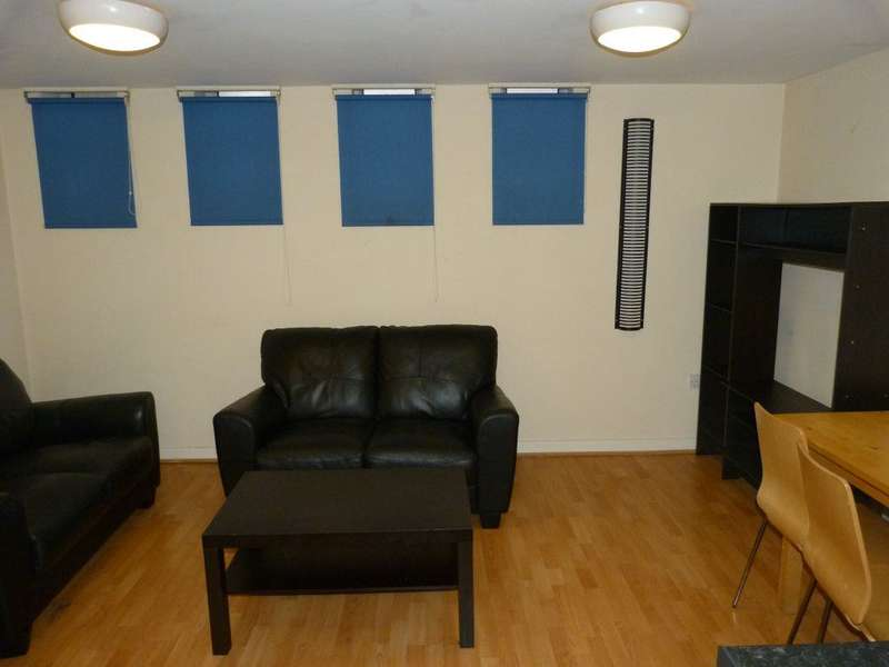 5 Bedrooms Flat for rent in The Flat Place, City Centre ( 5 bed )