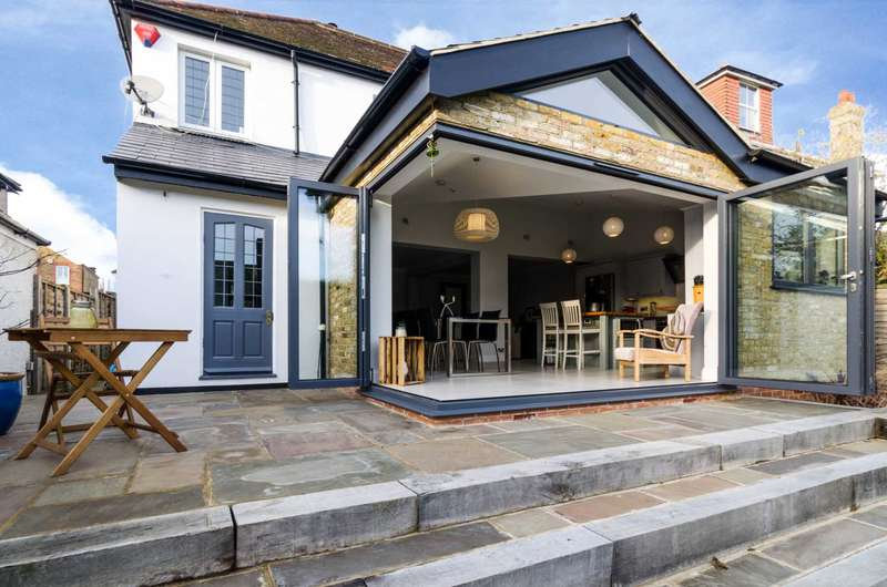 5 Bedrooms Detached House for sale in Longlands Road, Sidcup, DA15 7LT