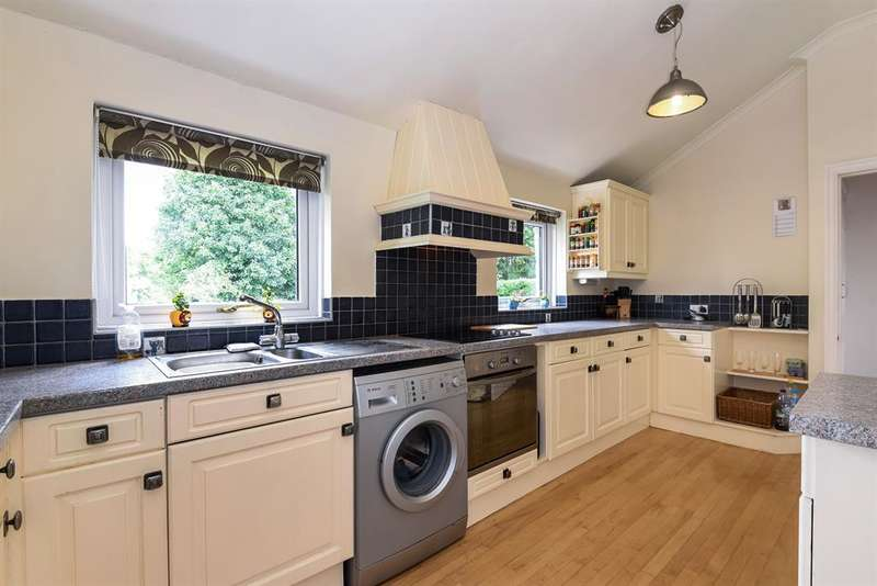 4 Bedrooms Semi Detached House for sale in Ryther Road, Ulleskelf, Tadcaster, LS24 9DY