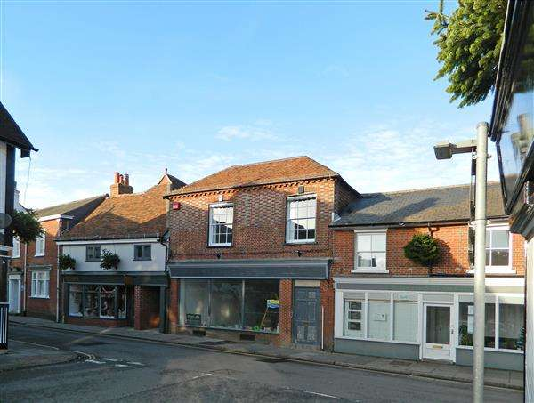 2 Bedrooms Apartment Flat for sale in West Street, Midhurst, West Sussex, GU29