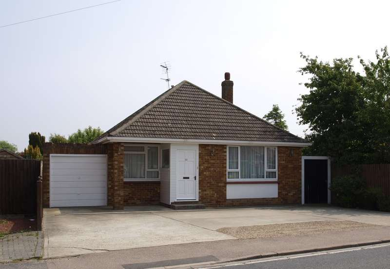 3 Bedrooms Detached Bungalow for sale in Little Clacton Road