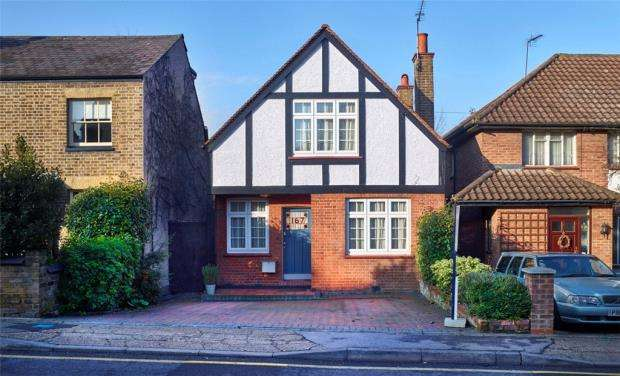 3 Bedrooms Detached House for sale in Harefield Road, Uxbridge, Middlesex