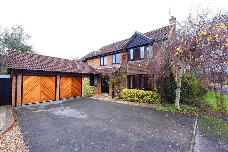 5 Bedrooms Detached House for sale in Foxborough, Swallowfield