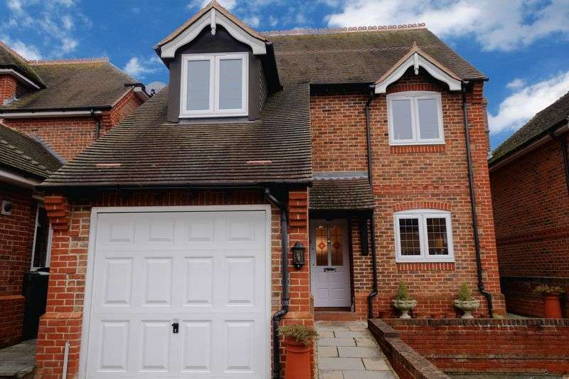 4 Bedrooms Detached House for sale in BENSON
