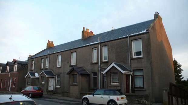 2 Bedrooms Flat for sale in Dunfermline Road, Crossgates, KY4