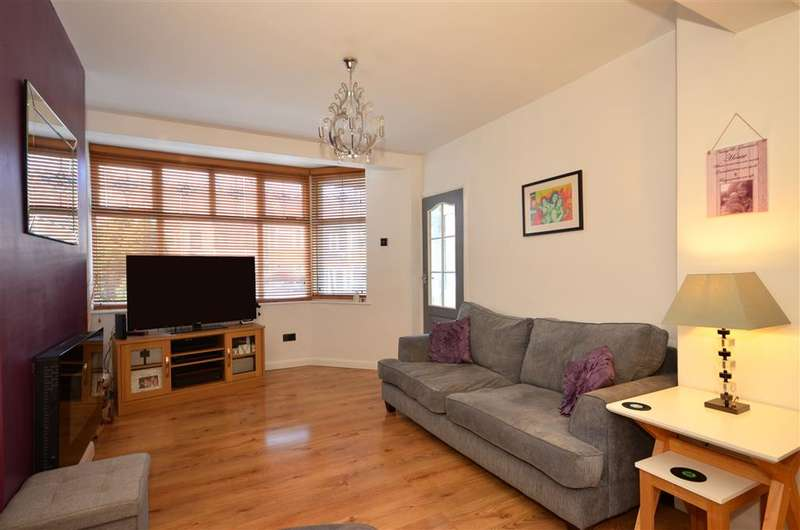 2 Bedrooms Terraced House for sale in Uplands Road, Woodford Bridge, Essex