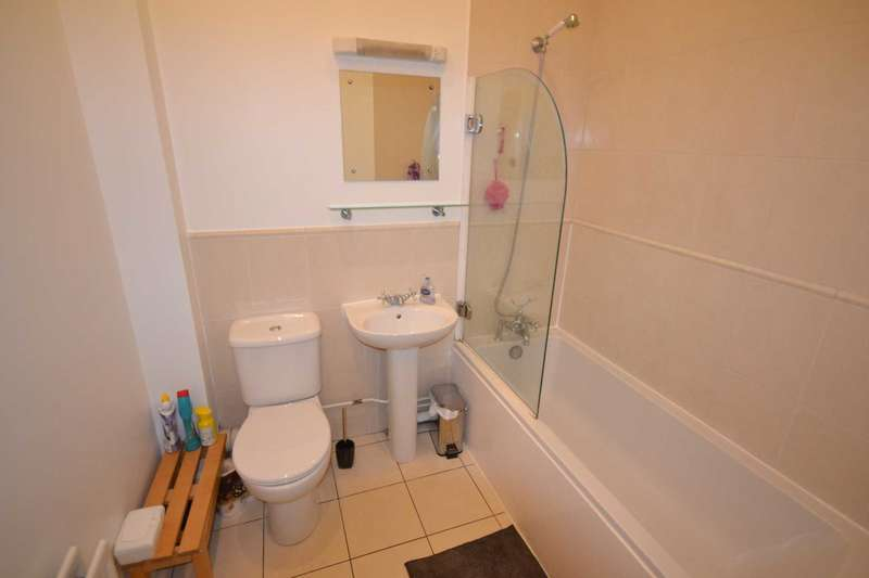 2 Bedrooms Maisonette Flat for sale in Crompton House, Writtle Road, Chelmsford