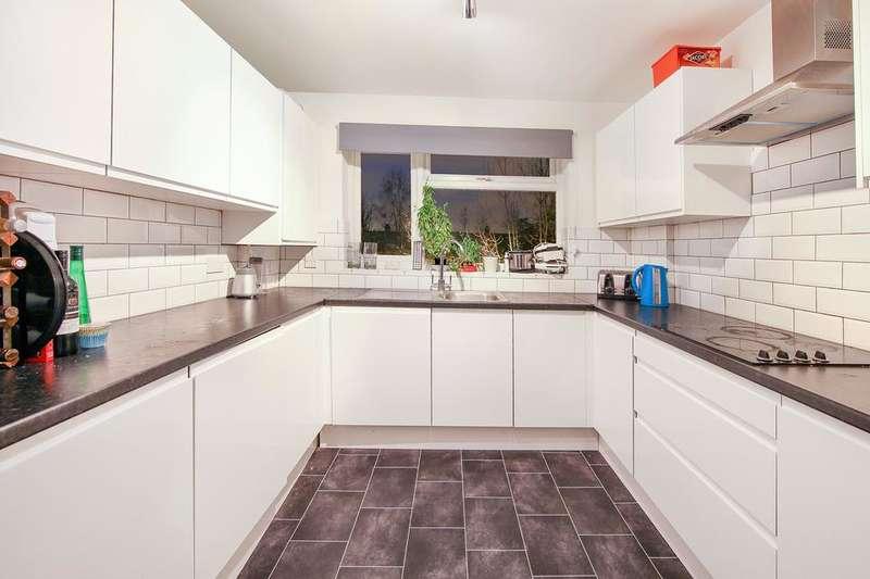 3 Bedrooms Flat for sale in Stanton Road, London SW20