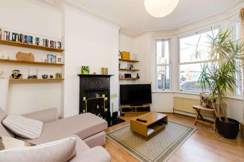 2 Bedrooms Flat for sale in Whorlton Road, Peckham Rye, SE15