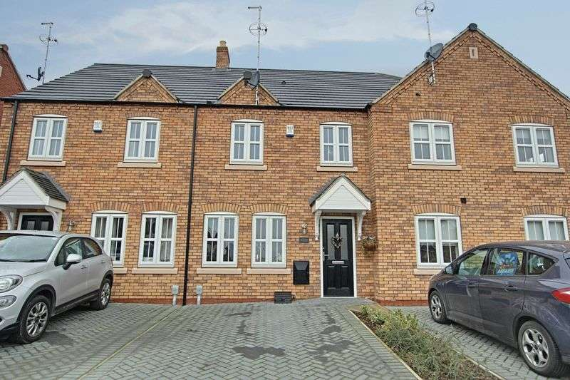 3 Bedrooms Terraced House for sale in Farrier Close, Kingswood