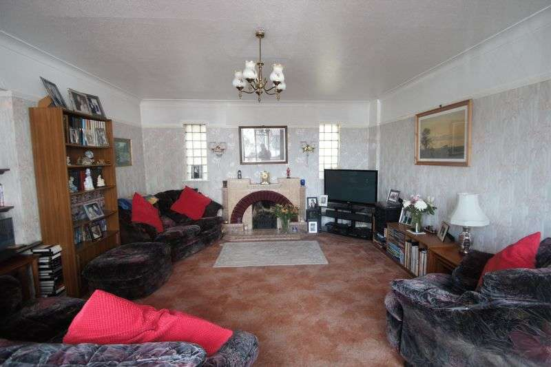 4 Bedrooms Semi Detached House for sale in Gloucester Road North, Bristol