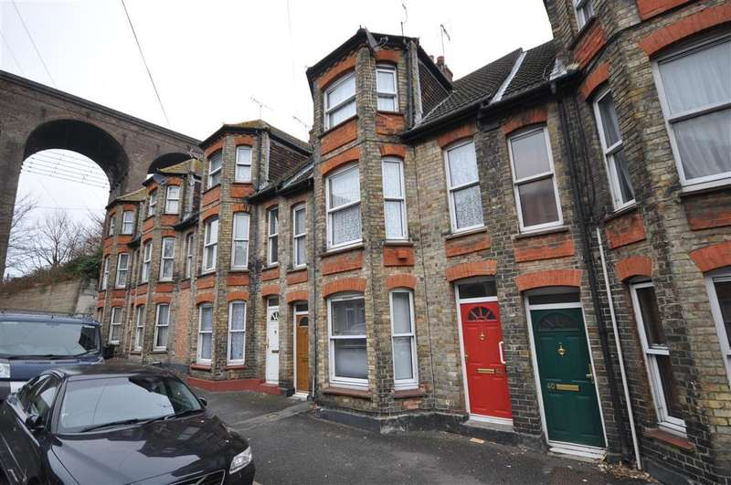 2 Bedrooms Maisonette Flat for sale in Bradstone Road, Folkestone, Kent