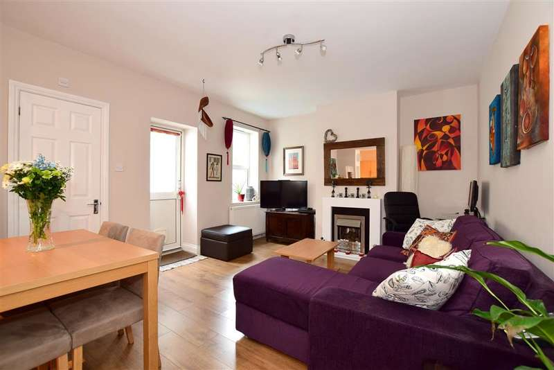 2 Bedrooms Maisonette Flat for sale in Elm Grove, Brighton, East Sussex
