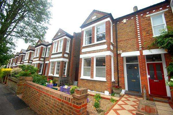 3 Bedrooms Semi Detached House for sale in Griffiths Road, Wimbledon