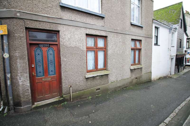 3 Bedrooms Apartment Flat for sale in Castle Street, East Looe