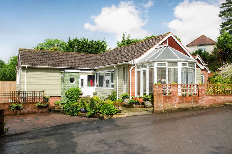 5 Bedrooms Detached Bungalow for sale in Waterlooville, Hampshire