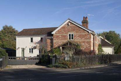 3 Bedrooms Semi Detached House for sale in Hardingham, Norwich