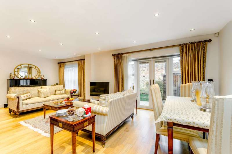 3 Bedrooms House for sale in Falmouth Walk, Roehampton, SW15