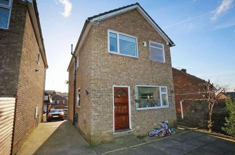 3 Bedrooms Detached House for sale in Bunkers Lane, Batley