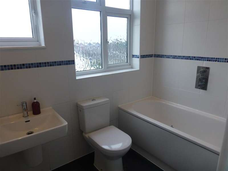 3 Bedrooms Maisonette Flat for sale in Snakes Lane East, Woodford Green, Essex