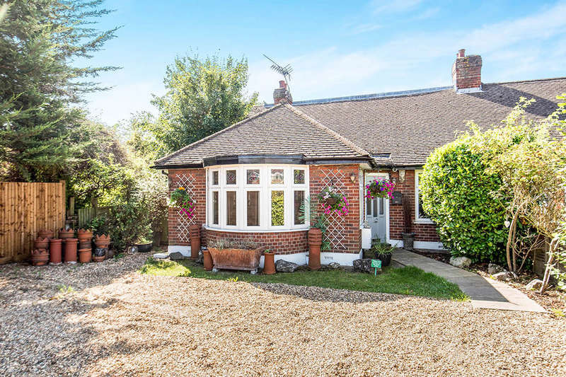 5 Bedrooms Semi Detached Bungalow for sale in Princes Avenue, Surbiton, KT6