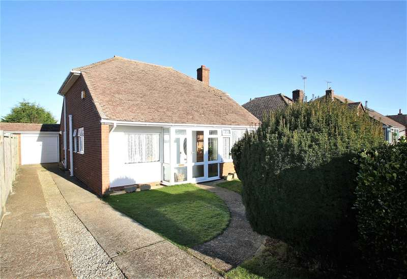 2 Bedrooms Bungalow for sale in Singleton Crescent, Ferring, West Sussex, BN12