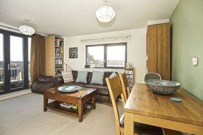 2 Bedrooms Flat for sale in Caledonian Road, London