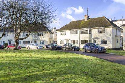 2 Bedrooms Maisonette Flat for sale in Anlaby Court, Evesham Road, Cheltenham, Gloucestershire