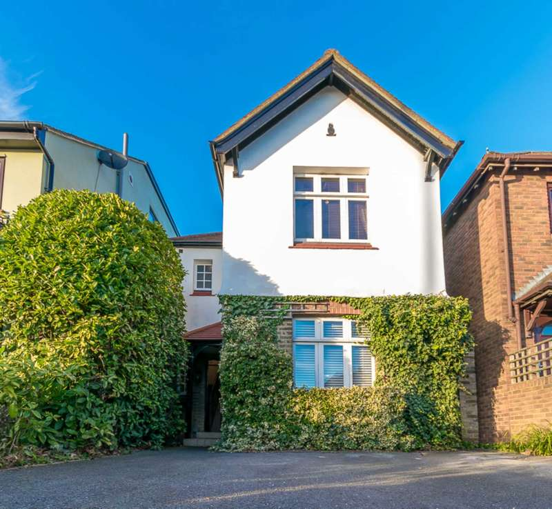 3 Bedrooms Detached House for sale in Cat Hill, Barnet