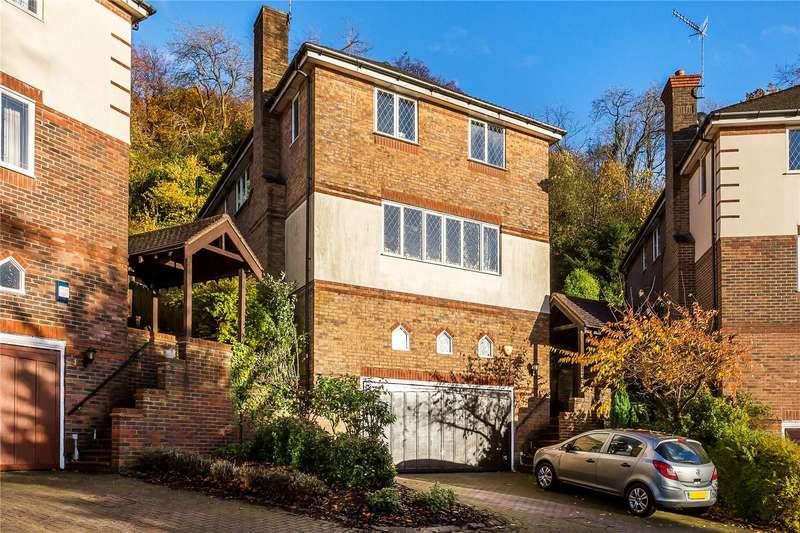 5 Bedrooms Detached House for sale in Deerswood Close, Caterham, Surrey, CR3