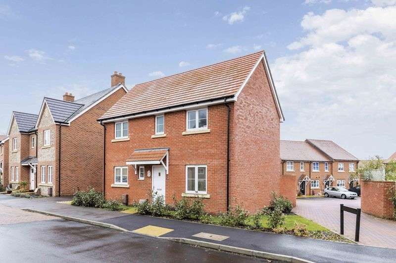 3 Bedrooms Detached House for sale in Skylark Avenue, Emsworth
