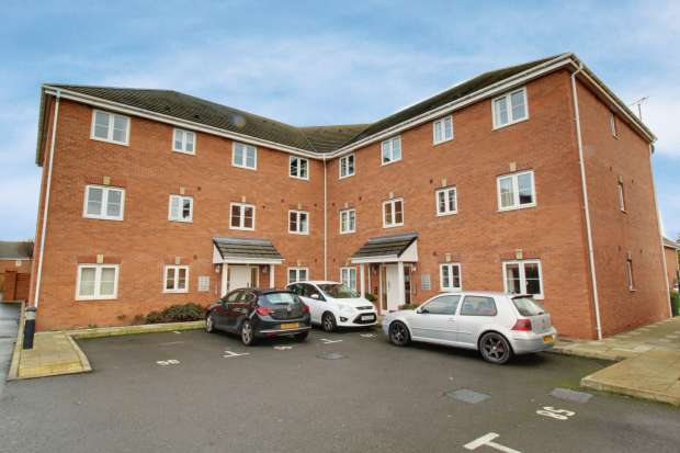 2 Bedrooms Apartment Flat for sale in Squires Grove, Willenhall, West Midlands, WV12 5BZ
