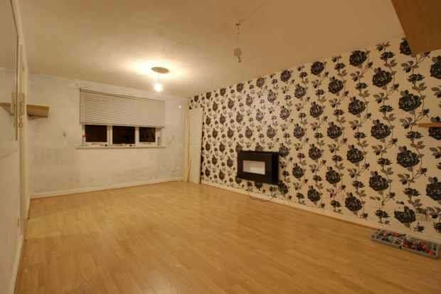 2 Bedrooms Flat for sale in Rothesay Court, Catford, Greater London, SE6 1NB