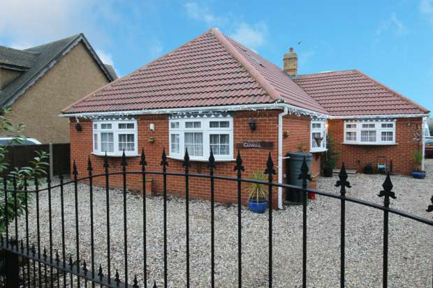 4 Bedrooms Detached House for sale in Lower Avenue, Basildon, Essex, SS13 2LZ