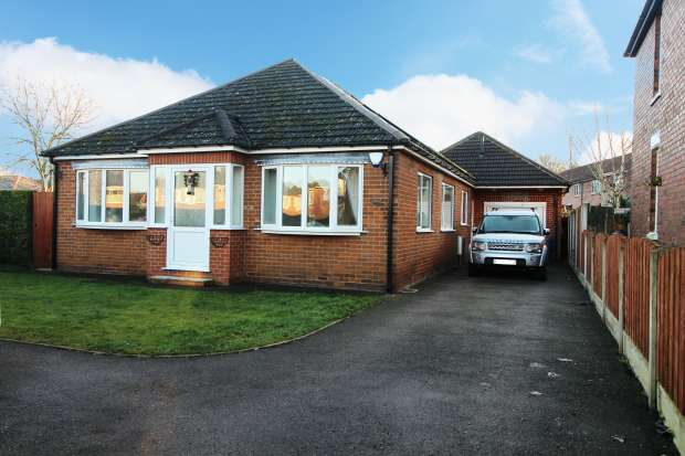 3 Bedrooms Detached Bungalow for sale in Nursery Road, Sheffield, South Yorkshire, S25 4BS