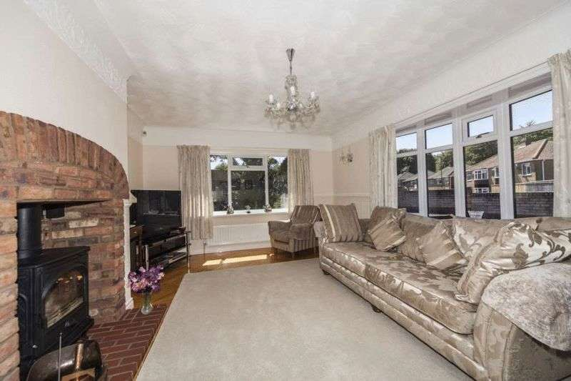 3 Bedrooms Detached Bungalow for sale in Regency Avenue, Middlesbrough TS6 1QL