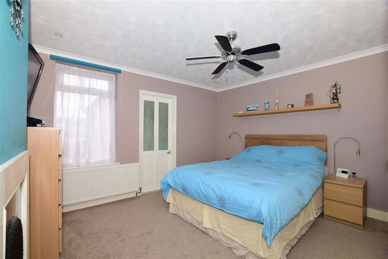 2 Bedrooms Terraced House for sale in Recreation Avenue, Snodland, Kent