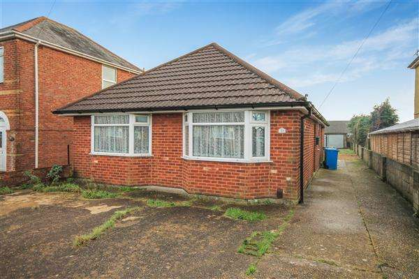 4 Bedrooms Bungalow for sale in Spacious Four Bedroom Bungalow Offered With No Forward Chain.