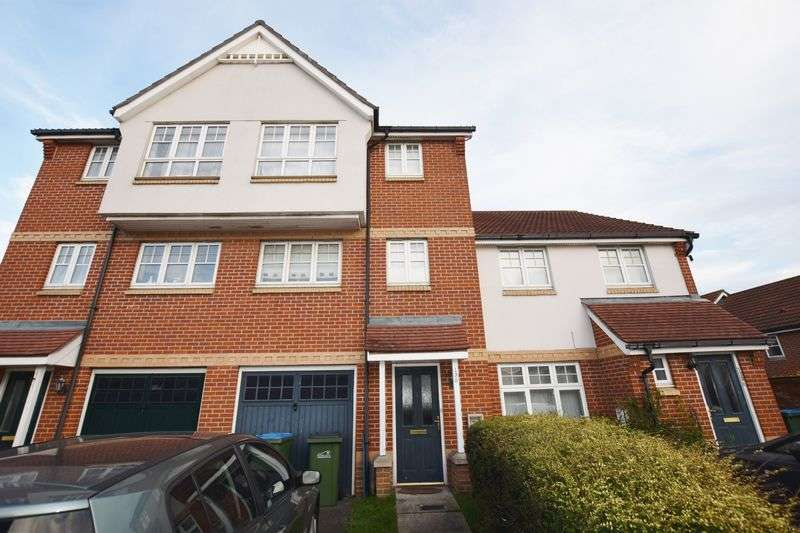 3 Bedrooms Terraced House for sale in Greenhaven Drive, Thamesmead