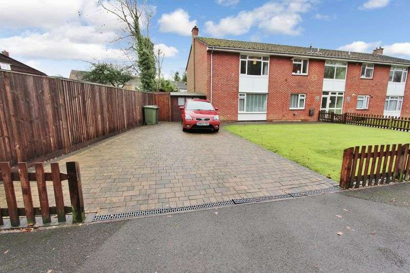 2 Bedrooms Flat for sale in Colden Common