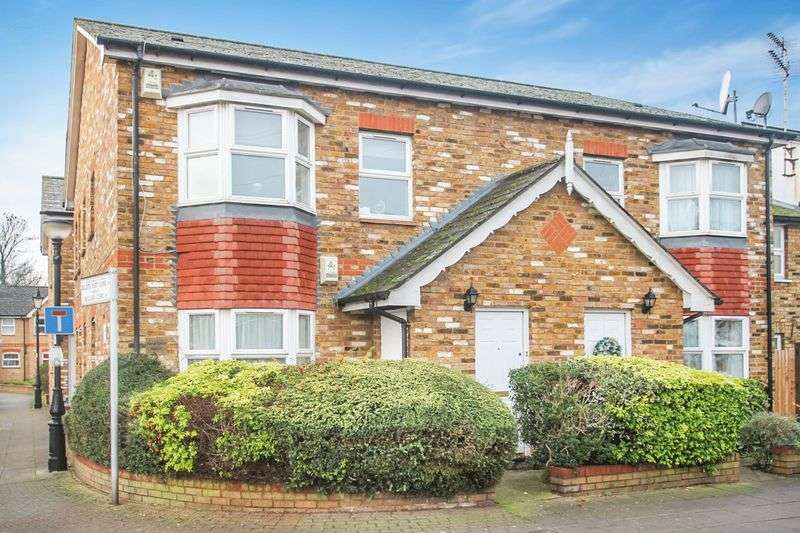 2 Bedrooms Flat for sale in Billets Hart Close, London