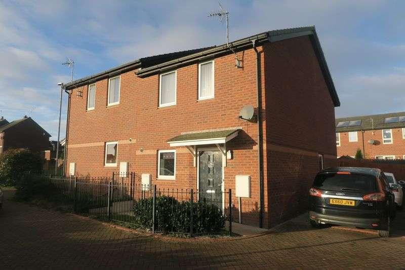 3 Bedrooms Semi Detached House for sale in Glen Court, Morley, Leeds