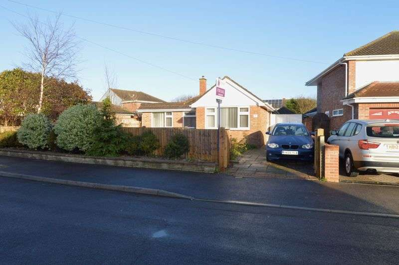 2 Bedrooms Detached Bungalow for sale in Berkeley Close, Hill Head, Fareham
