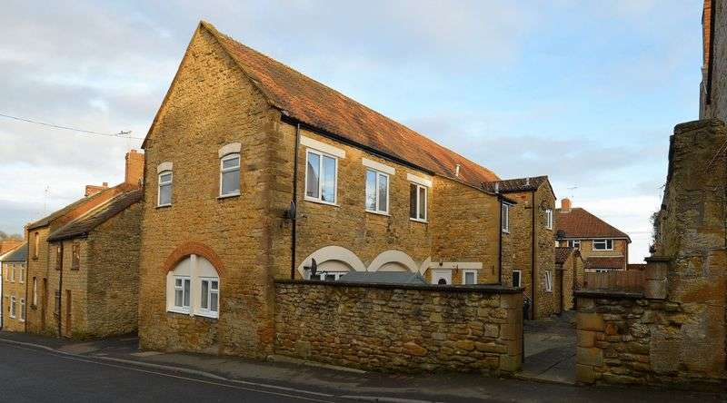 2 Bedrooms Flat for sale in Foundry Mews, Hermitage Street, Crewkerne
